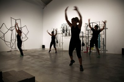 LABoral and the artist Mads Lynnerup invite the public to free gym classes at the Centro de Arte