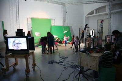 70 niños participan en el campamento infantil de verano de LABoral que se celebra bajo el lema 'Hacemos un vídeo musical'