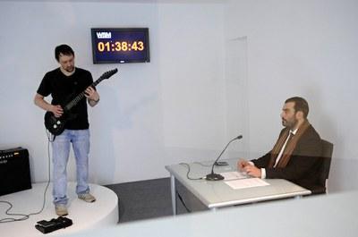 LABoral y el artista Thom Kubli animan a batir el récord mundial de solo de guitarra más largo jamás interpretado