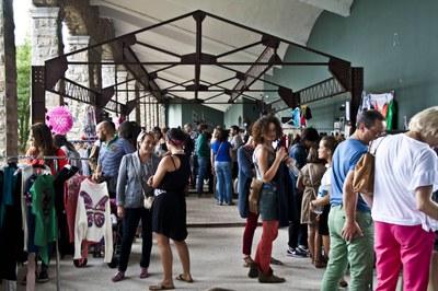 Medio centenar de diseñadores presentarán sus creaciones en el Mercadillo de verano de LABoral