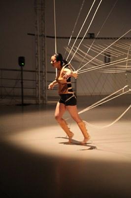 La artista taiwanesa Ya-Wen Fun presenta su performance-instalación Space-in-between
